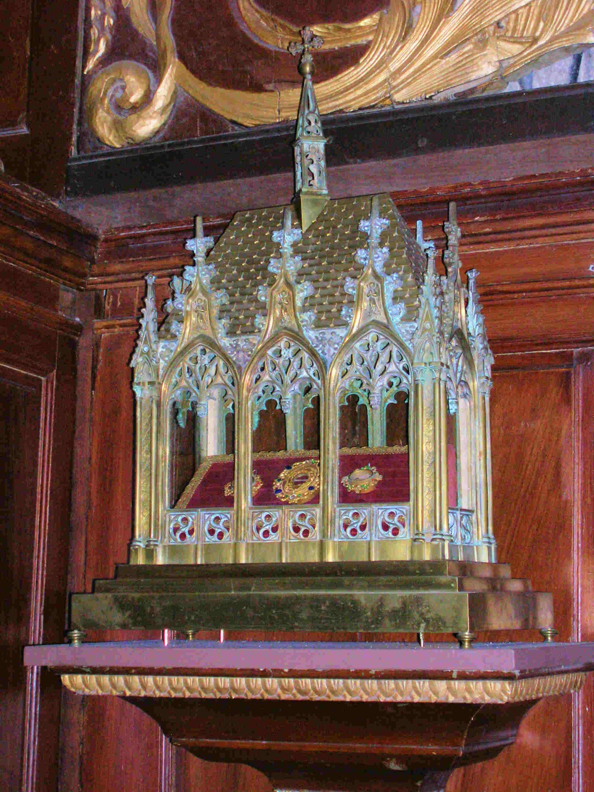 http://www.sainte-philomene.info/images/voves_st-lubin_reliquaire_a2.jpg